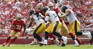 San Francisco 49ers running back Raheem Mostert (31) carries the football during the second quarter against the Pittsburgh Steelers at Levi's Stadium.
