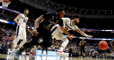 Gonzaga guard Josh Perkins, right, and Florida State guard PJ Savoy chase a loose ball during the second half an NCAA men's college basketball tournament West Region semifinal Thursday, March 28, 2019, in Anaheim, Calif