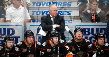 Anaheim Ducks coach Randy Carlyle, center