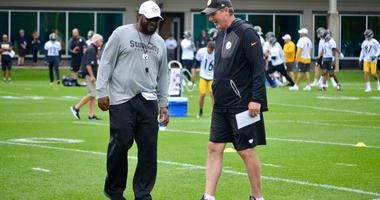 Steelers coach Mike Tomlin and defensive coordinator Keith Butler at practice in 2019