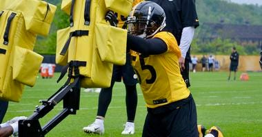 Steelers LB Devin Bush at practice in 2019