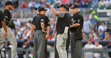 Clint Hurdle argues with umpires