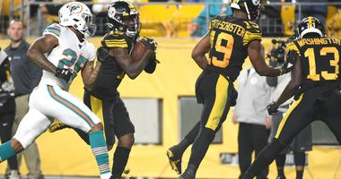 Pittsburgh Steelers wide receiver Diontae Johnson (18) runs for a 45 yard touchdown against the Miami Dolphins during the second quarter at Heinz Field.