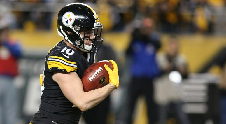 Pittsburgh Steelers wide receiver Ryan Switzer (10) returns a kick-off against the Los Angeles Chargers during the third quarter at Heinz Field. Los Angeles won 33-30.