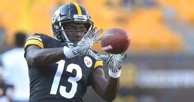 Pittsburgh Steelers wide receiver James Washington (13) warms up prior to the game against the Tampa Bay Buccaneers at Heinz Field.