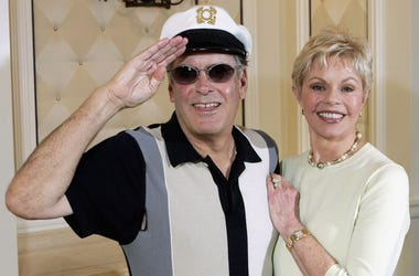 'Captain' Daryl Dragon and his wife Toni Tennille of the music duo The Captain and Tennille, pose at the Video Software Dealers Association's annual home video convention