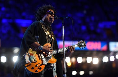 Lenny Kravitz performs during the 2016 Democratic National Convention