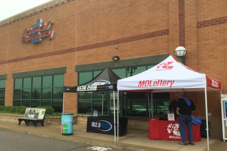 Van Lorenz and Missouri Lottery at Schnucks