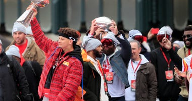 Andy Reid tells parade-goers Chiefs will win again next year