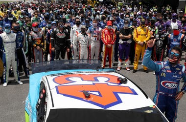 NASCAR drivers stand in solidarity with Bubba Wallace