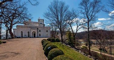 Selma Farm property, Kennett's castle