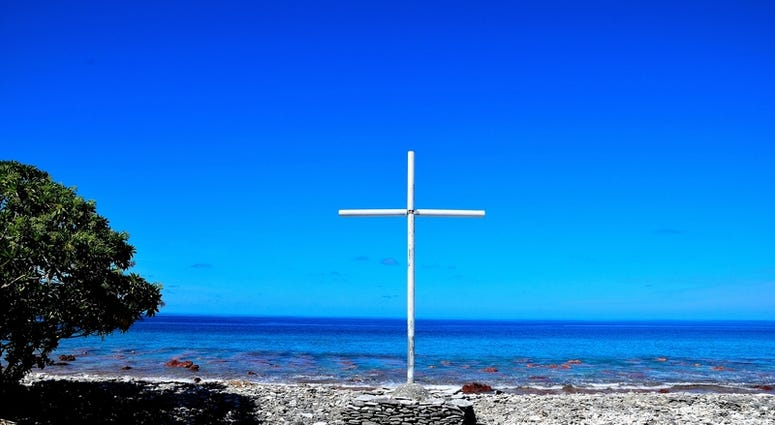 Cross mounted along the beach