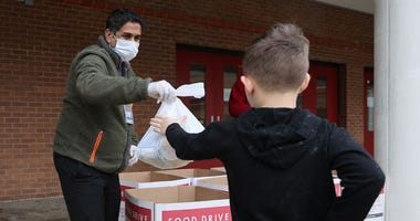 helping, coronavirus, food drive