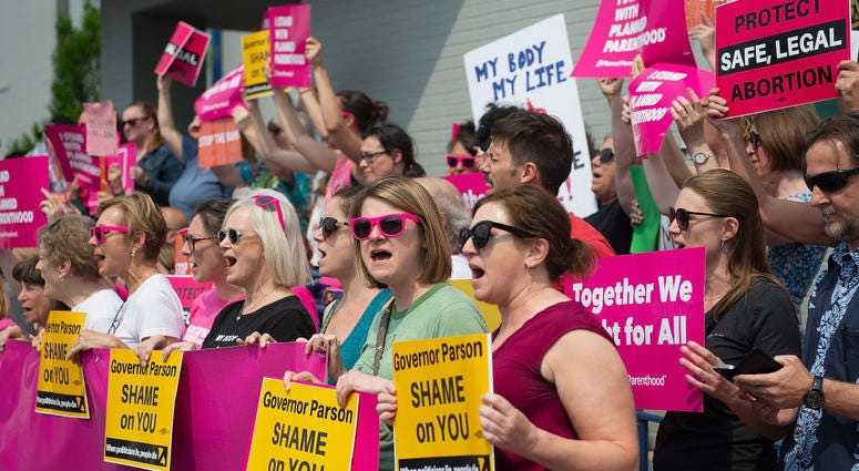 protestors outside planned parenthood st. louis
