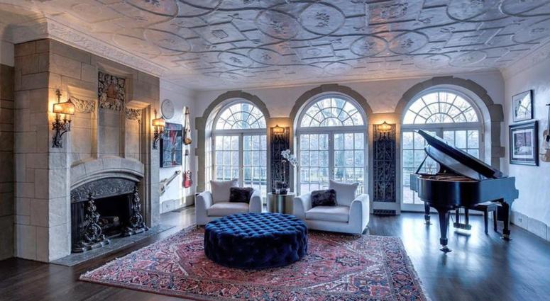 Brett Hull mansion in Clayton