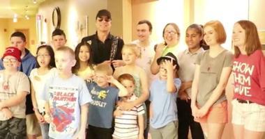 Tom Gimbel of Foreigner visits children at Shriners Hopsital