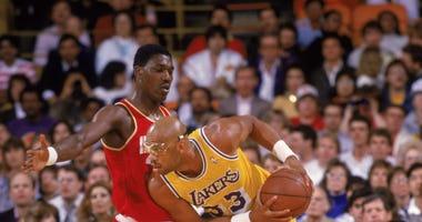 Hakeem Olajuwon defending Lakers center Kareem Abdul-Jabbar