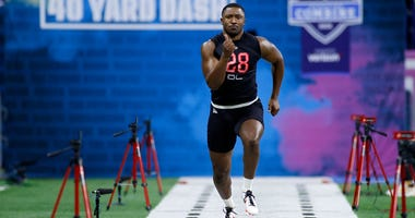 Jonathan Greenard of Florida runs the 40-yard dash during the NFL Combine at Lucas Oil Stadium on February 29, 2020 in Indianapolis, Indiana.