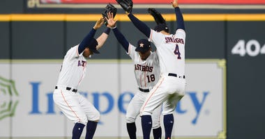 Astros celebrate win over the Giants