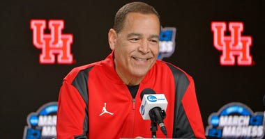 Houston Cougars head coach Kelvin Sampson speaks during a press conference for the midwest regional of the 2019 NCAA Tournament at Sprint Center.