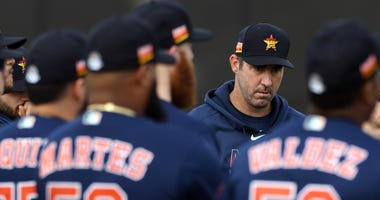 Houston Astros pitcher Justin Verlander gets ready for the morning spring training workout with his teammates.