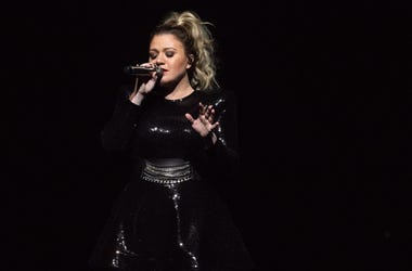 Kelly Clarkson performs during the opening night of the 'Meaning of Life' tour at ORACLE Arena on January 24, 2019 in Oakland, California