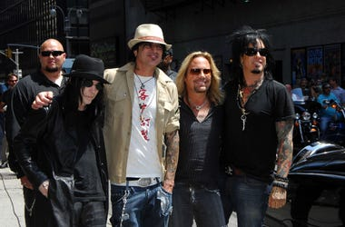 """Mick Mars, Tommy Lee, Vince Neil and Nikki Sixx of Motley Crue at the """"Late Show"""" with David Letterman"""