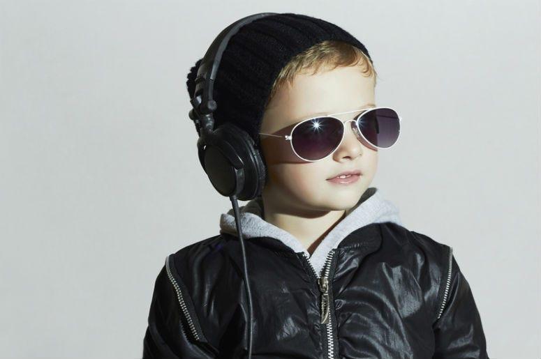 Kid listens to headphones