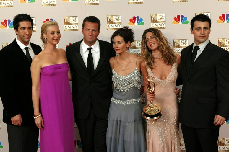 "KRT ENTERTAINMENT STORY SLUGGED: TV-EMMYS KRT PHOTOGRAPH BY MARK AVERY/ORANGE COUNTY REGISTER (September 22) LOS ANGELES, CA - The cast of ""Friends"" (left to right) David Schwimmer, Lisa Kudrow, Matthew Perry, Courteney Cox Arquette, Jennifer Aniston and"