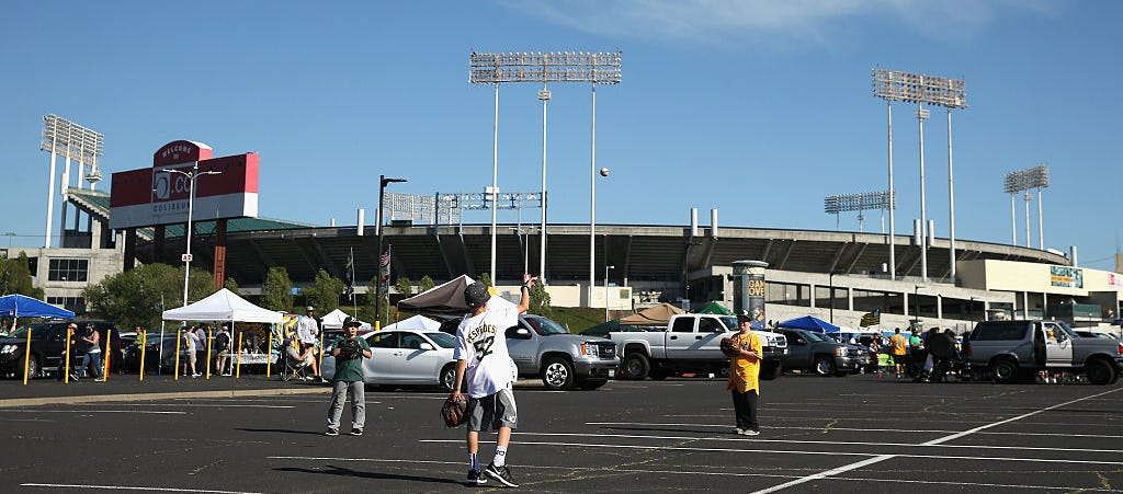 Oakland Coliseum Parking Lot Drive In Theater The New Alt 105 3