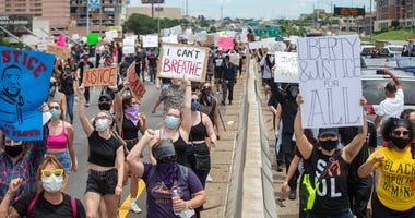 Protesters on Interstate 35