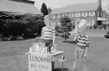Ice Cold Lemonade Stand