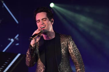 Brendon Urie, Panic! At The Disco, Singing, Microphone
