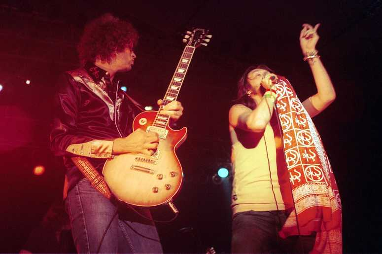 Black Crowes guitarist Audley Freed, left, and singer Chris Robinson