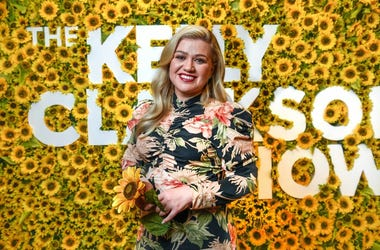 Kelly Clarkson on the set of her daytime talk show