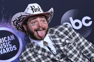 Post Malone arrives to the 2019 American Music Awards