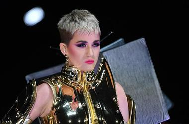 Katy Perry Stuffs Her Face With Chicken Nuggets