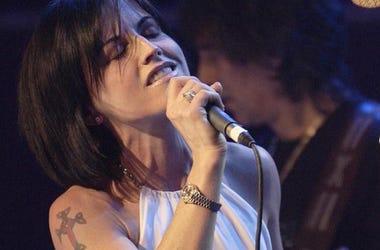 Dolores O'Riordan, The Cranberries, Singing, Concert, 2004
