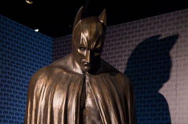 Batman, Statue, The Dark Knight Rises, Shadow, Brick Wall, 2018