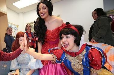 Disney Princesses, El Paso Children's Hospital, High Five, Snow White