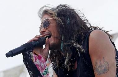Steven Tyler, Aerosmith, Concert, Singing, Scarf, Sunglasses, Bristol Motor Speedway