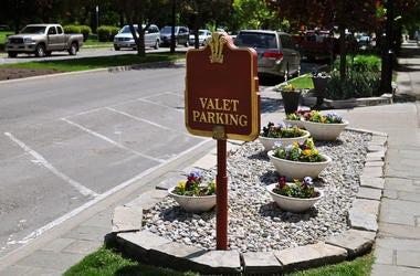 Valet Parking, Sign