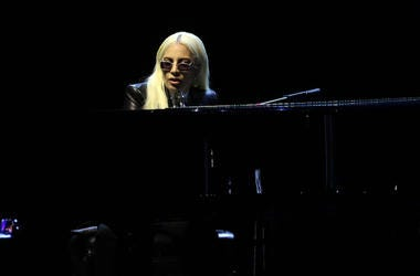 Lady Gaga, Concert, Piano, Sunglasses