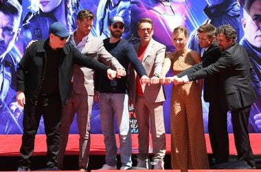 Avengers: Endgame, Handprint Ceremony, Fist Bump, Pose, Cast