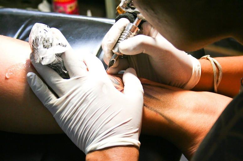 Tattoo, Artist, Gloves, Gun, Leg, Ink