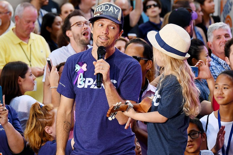 NEW YORK, NY - AUGUST 10: Jason Mraz Performs On NBC's 'Today' at Rockefeller Plaza on August 10, 2018 in New York City. (Photo by Nicholas Hunt/Getty Images)