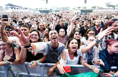 General view of the audience as Snow Patrol performs during Lollapalooza Sao Paulo 2019 Day 2 on April 06, 2019 in Sao Paulo, Brazil. (Photo by Alexandre Schneider/Getty Images)
