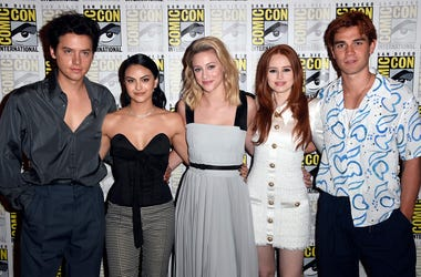 "SAN DIEGO, CALIFORNIA - JULY 21: (L-R) Cole Sprouse, Camila Mendes, Lili Reinhart, Madelaine Petsch, and K.J. Apa attend the ""Riverdale"" Photo Call during 2019 Comic-Con International at Hilton Bayfront on July 21, 2019 in San Diego, California. (Photo by"