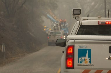 Workers from PG&E work to replace power poles along Honey Run Road in Paradise, Thursday November 15, 2018.(Kelly Jordan / USA TODAY NETWORK)