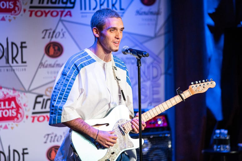 Lauv SH On Stage Photos Courtesy Of Key Lime Photography3
